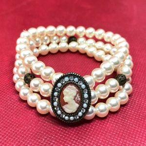 Jewelry - 🆕Triple-Strand Pearl & Cameo Stretch Bracelet